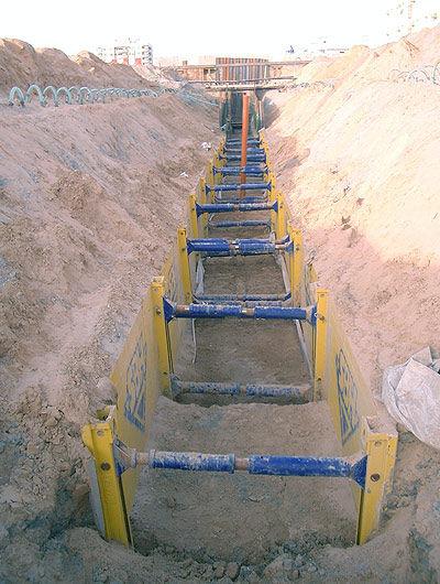 В любых типах грунта траншейные крепи серии С-300 позволяют работать безопасно и быстро.